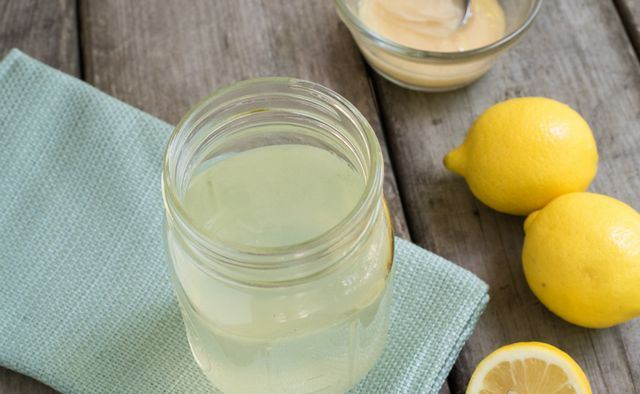 Kaalulangus sidruni vee ulevaatustega